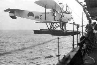 Verkenningsvliegtuig Van Berkel WA (W-5) (1919-1933) aan boord Hr.Ms. Soemba