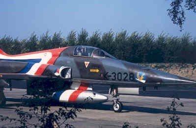 Opname van het voorste deeel van een van speciale demo beschildering voorziene NF-5A.
