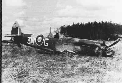 Verongelukte Spitfire op het vliegveld Schijndel.