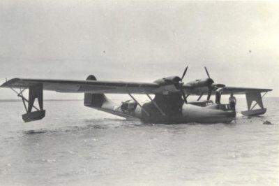 Consolidated PBY-5  Catalina (Y38)(1941-1946) te Surabaya, 6 september 1941, eerste Catalina aldaar aangekomen