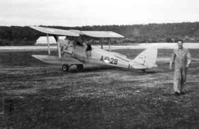 KLu Tiger Moth op Mokmer.