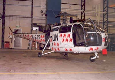 Alouette III heli, registratie A-235, in hangaar. Deze werd ingezet in het kader van UNTAC (United Nations Transitional Authority Cambodja)  in de periode 2 juni 1992 - 19 okober 1993.