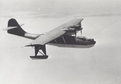 Consolidated PBY-5A   Boven de rede van Soerabaja