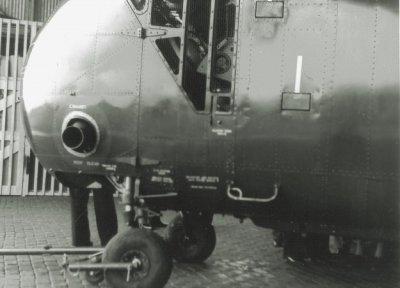 De halfgeopende neusbeplating met daarachter de 700 pk sterke Wright R-1300 stermotor van de Air Sea Rescue (ASR) Sikorsky HO4S-3 (UH-19F) helikopter H-3 (ex-USN 133778, 1953-1962).