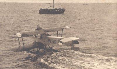 Het marinevliegkamp de Mok met een  Van Berkel WA-drijververkenner, regnr W 58(1920-1933)