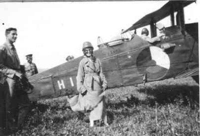 Verkenningsvliegtuig De Havilland DH.9 , 2-persoons van de LA/KNIL, deze toestellen werden in 1919 aangeschaft en bleven tot 1934 uitgerust met Siddeley Puma motor van 230 pk. Nadien hebben ze nog enige jaren gevlogen met een 325 pk Pratt en Withney Wasp motor,  Kalidjati, (1919-....)