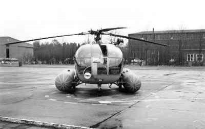 Vooraanzicht van SAR-Alouette III (registratie H-75), met nooddrijfsysteem in opgeblazen toestand. Op de originele foto is de naam