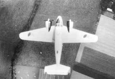 Bovenaanzicht Beechcraft T-7 Navigator van de KLu in de lucht.