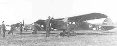 Auster AOP Mk.3 line-up geparkeerd met twee andere Austers AOP Mk.3.