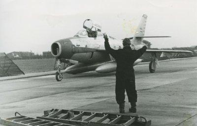F-84F van 314 Sqn op Eindhoven. Gezien de beschildering rond de luchtinlaat en de zijkant van de rompneus is dit een kist van het demoteam