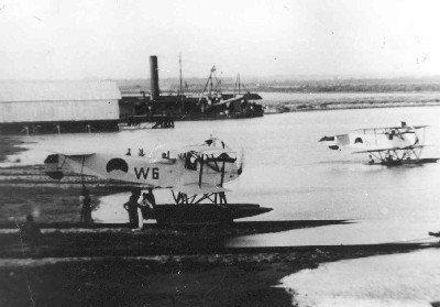 Van Berkel WA lichte verkenningsvliegtuigen met drijvers (1919-1933) op het MVK Morokrembangan, Nederlands Nieuw-Guinea, maart 1926