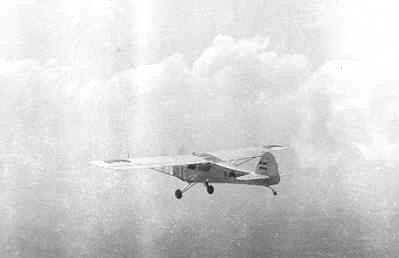 Auster AOP Mk.3 in Nederlands-Indië tijdens de vlucht.