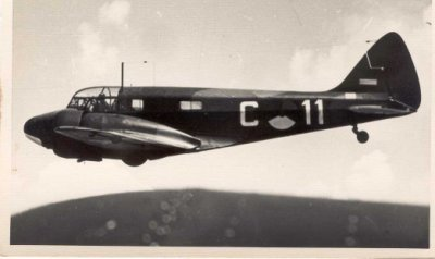 Airpeed AS-10 Oxford van de Aanvullende Vliegopleiding Tweemotorigen (AVOT) tijdens een vlucht.