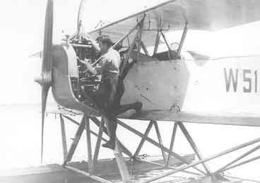 Verkenningsvliegtuig Van Berkel WA (W-51) (1919-1933). Een vette pit wordt verholpen door Beugeling