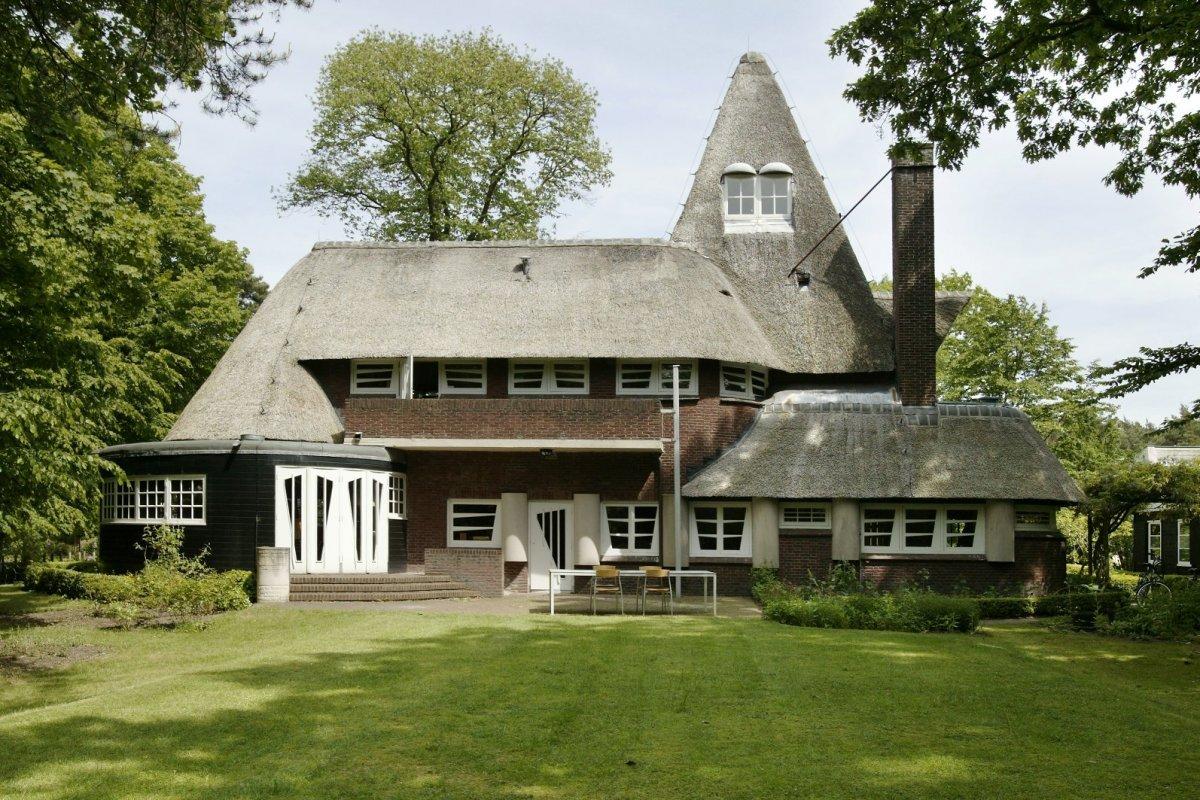 Tuinhuis achter Walter Maas Huis in Bilthoven : Monument ...