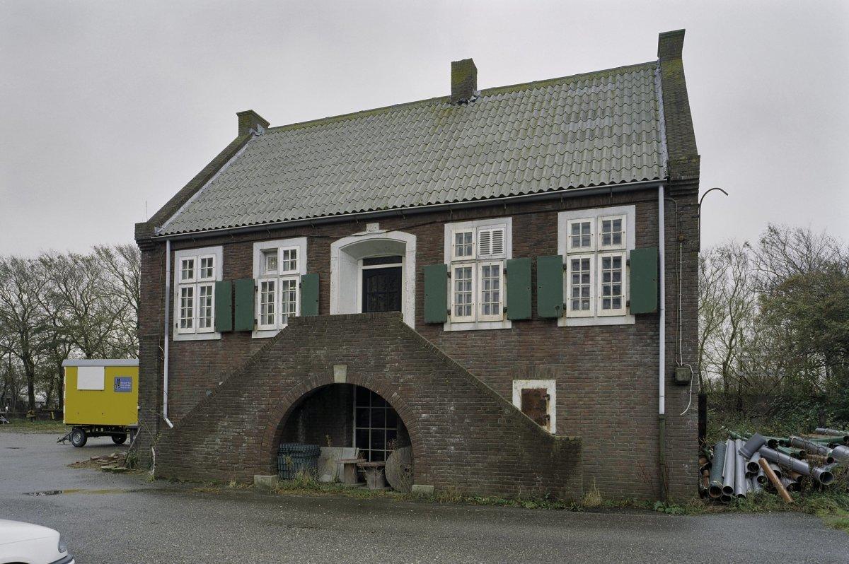 Garage Den Helder : Ziekenboeg atlantikwall: opslagruimte en garage in den helder