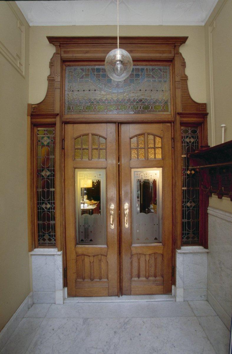 Jugendstil herenhuis met praktijk in tilburg monument - Deco entreehal ...