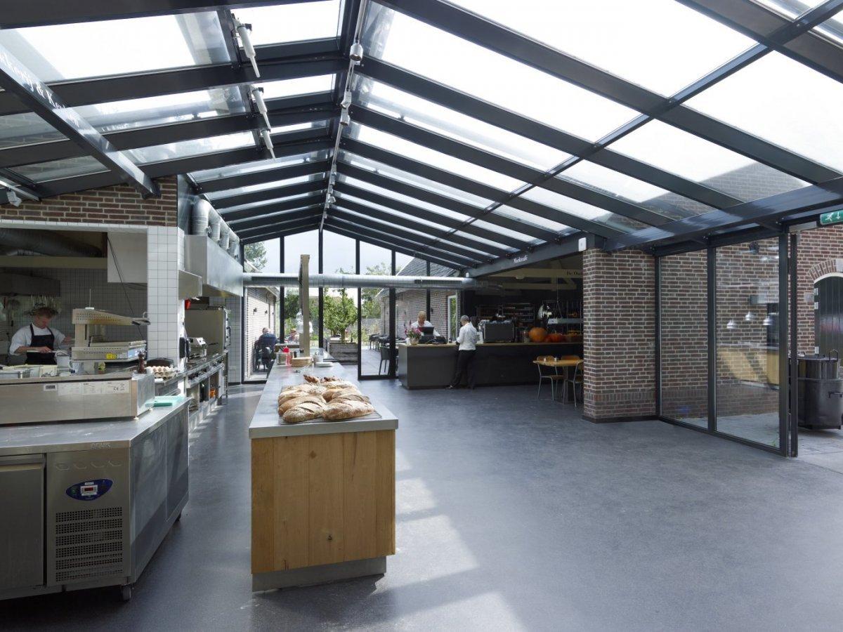 Keuken Oud Riet : Gepleisterde boerderij rieten dak zijgevels afgewolfd opkamer