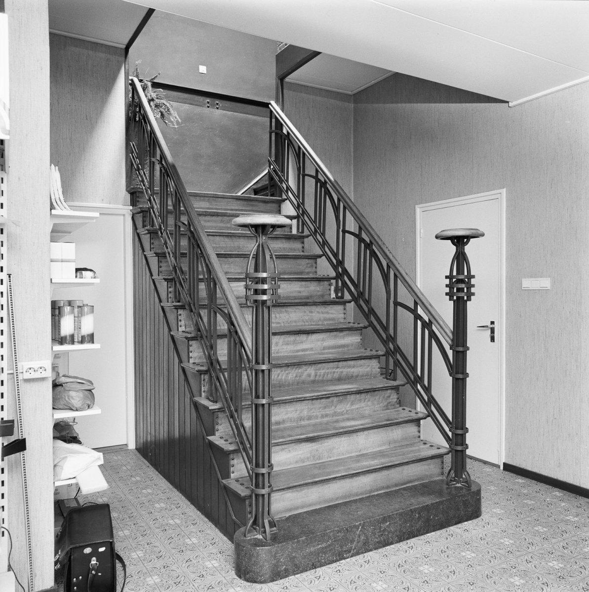 Bakstenen herenhuis met verdieping en schilddak met moderne dakkapel in noorbeek monument - Moderne verdieping ...