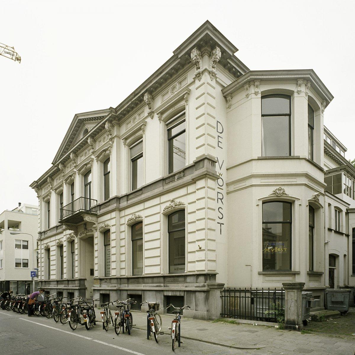 Voormalige herenhuis in eclectische stijl in tilburg for Eclectische stijl interieur