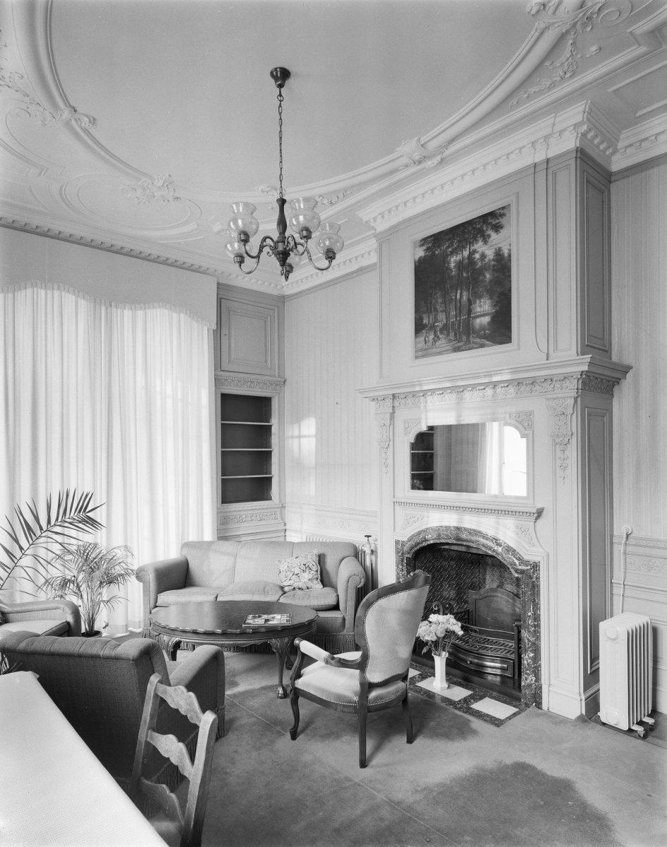 interieur salon schouw schoorsteenstuk