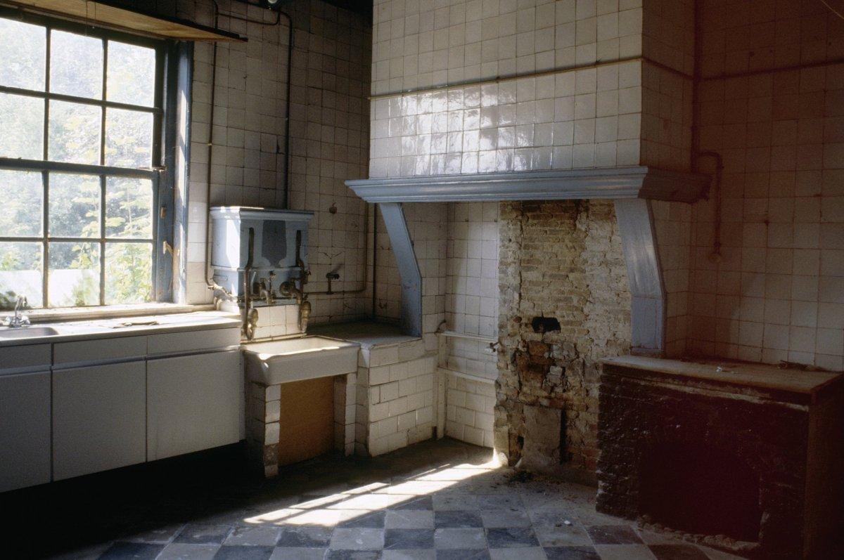 Huis te zande voormalig koetshuis in kloosterzande monument for Interieur eigentijds huis fotos