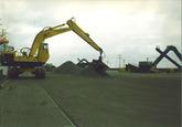 Overslag van ferro alloys door Arrow Terminals in de Kaloothaven.