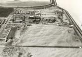 Bovenaan de foto een gedeelte van de Oosthavendam, met overwerk 2. In...