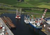 Westhofhaven met diverse jack up schepen