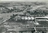 Luchtfoto van de Nederlandse Stikstof Maatschappij (NSM) en de...