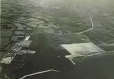 Overzicht sloehaven in april 1965. Linksboven: Veerse meer;...