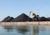 Opslag van kolen bij Ovet in de Kaloothaven.