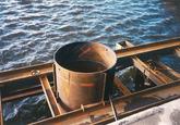 Buispaal aanleggen Ro-Ro I kade in de Zevenaarhaven te Terneuzen.