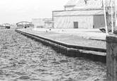 Kade aan de kop van de Zuiderkanaalhaven.
