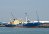 Het reefer schip Electra van Baltif Reefers aan de kade in de...