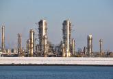 Fabriek Dow Chemical vanuit de Braakmanhaven.