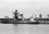 Laden van een zeeschip aan de kade van de Nederlandse Stikstof...