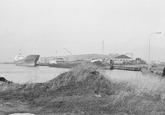 Schepen aan de kade in de Noorderkanaalhaven.