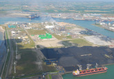 Luchtfoto vanaf de Kaloothaven richting de Van Cittershaven en...