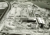 Overzicht van de bouw van de fabriek Pechiney. Links de provinciale...