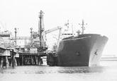 Zeeschip Havlyn aan de steiger bij Dow Chemical in de Braakmanhaven.