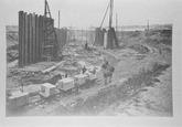 Reproductie van een foto omstreeks 1907. Waarschijnlijk bouwput van de...