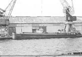 Het laden van een binnenvaartschip aan de Zuiderkanaalhaven in...