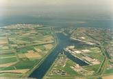 Luchtfoto Kanaalhavens Terneuzen, vanaf brug Sluiskil in noordelijke...