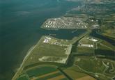 Luchtfoto Dow Chemical, Mosselbanken en Braakmanhaven.