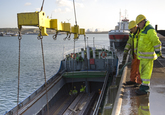 Lossen van een schip bij Verbrugge Terminals.