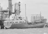 Zeeschip Mare Magnum aan de steiger bij Dow Chemical in de...