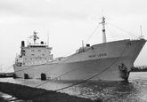 Zeeschip Mont Louis aan de ro-ro 1 kade in de Zevenaarhaven.