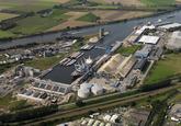 Overzichtsfoto Zevenaarhaven met o.a. bouw opslagtanks voor natte bulk...