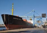 Zeeschip aan de kade bij de bulkterminal van Verbrugge Terminals in de...